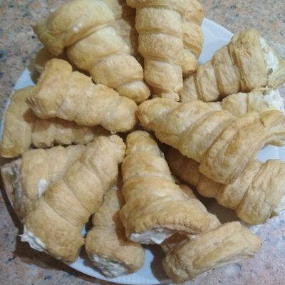 Фото рецепта - Закусочные трубочки с салатом из курицы и огурца - шаг 6