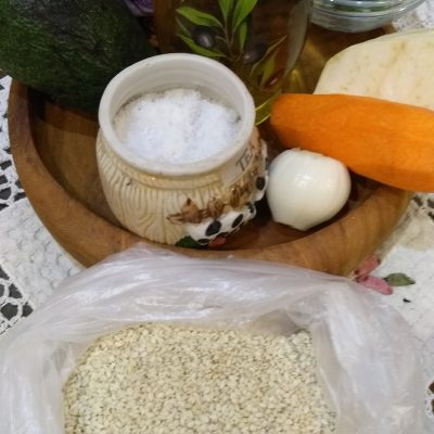 Фото рецепта - Краснокочанная капуста с авокадо и морковью - шаг 1