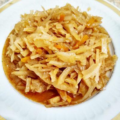 Тушеная капуста с морковью и луком - рецепт с фото
