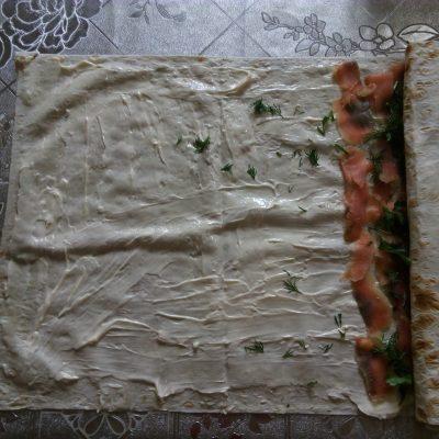 Фото рецепта - Рулет с семгой и сливочным сыром - шаг 5