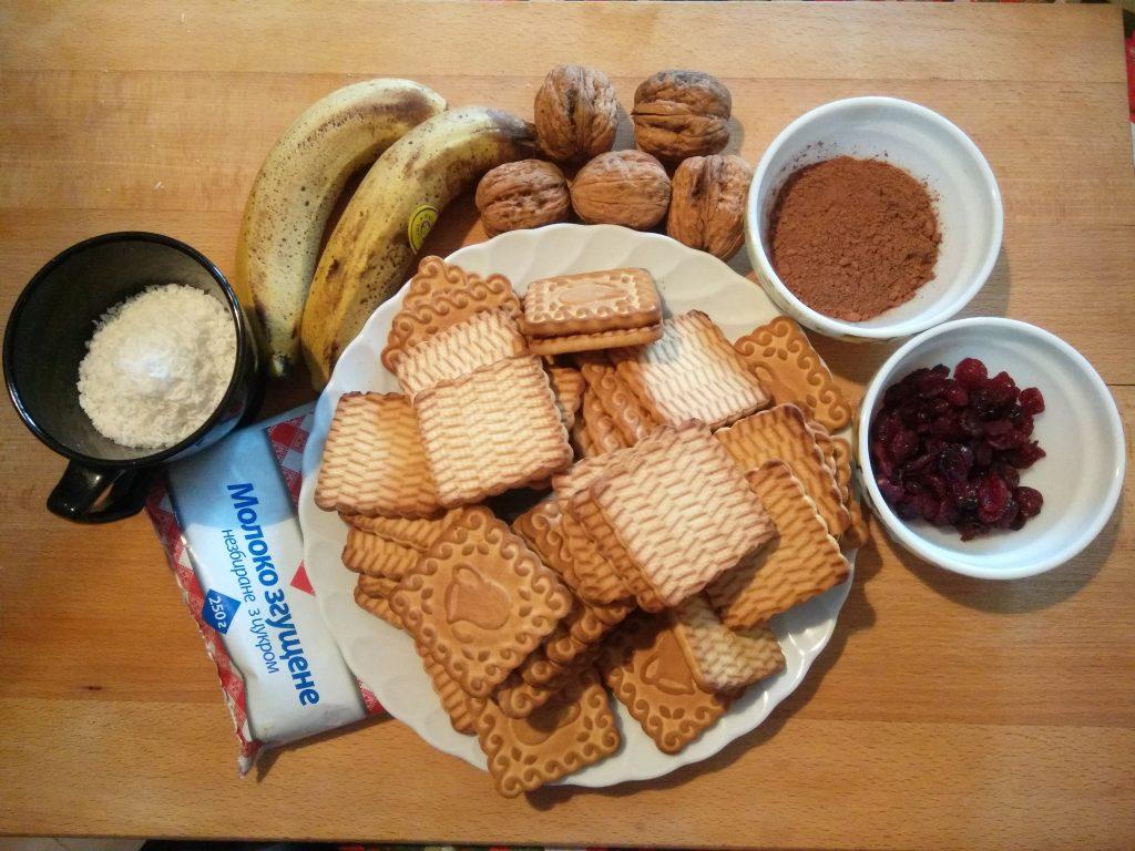 Фото рецепта - Домашние конфеты из сахарного печенья с бананами - шаг 1