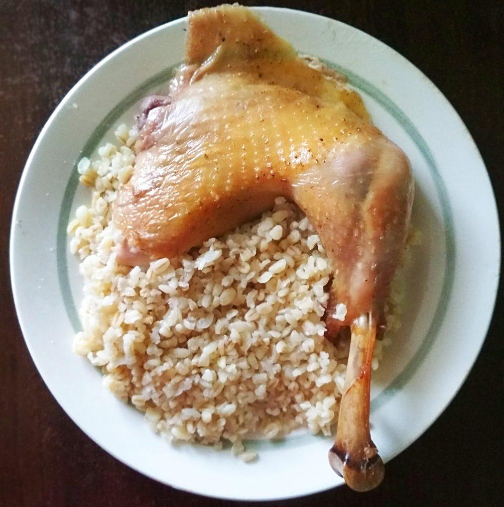 Фото рецепта - Запеченная курица, фаршированная картофелем и яблоками - шаг 6