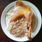 Запеченная курица, фаршированная картофелем и яблоками