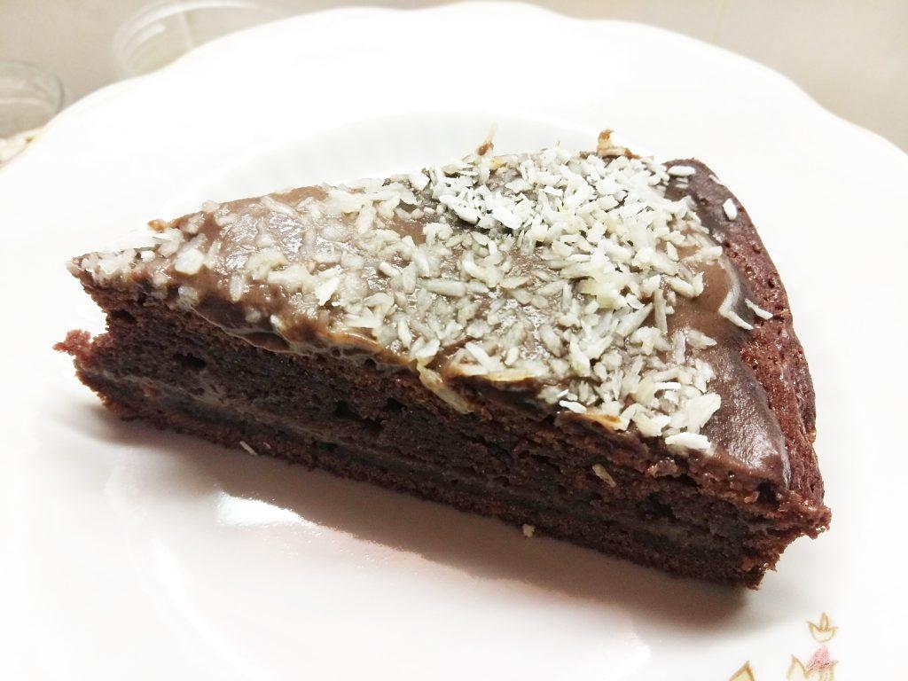 Фото рецепта - Шоколадный пирог с кокосовой стружкой на молоке - шаг 7