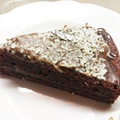 Шоколадный пирог с кокосовой стружкой на молоке - рецепт с фото