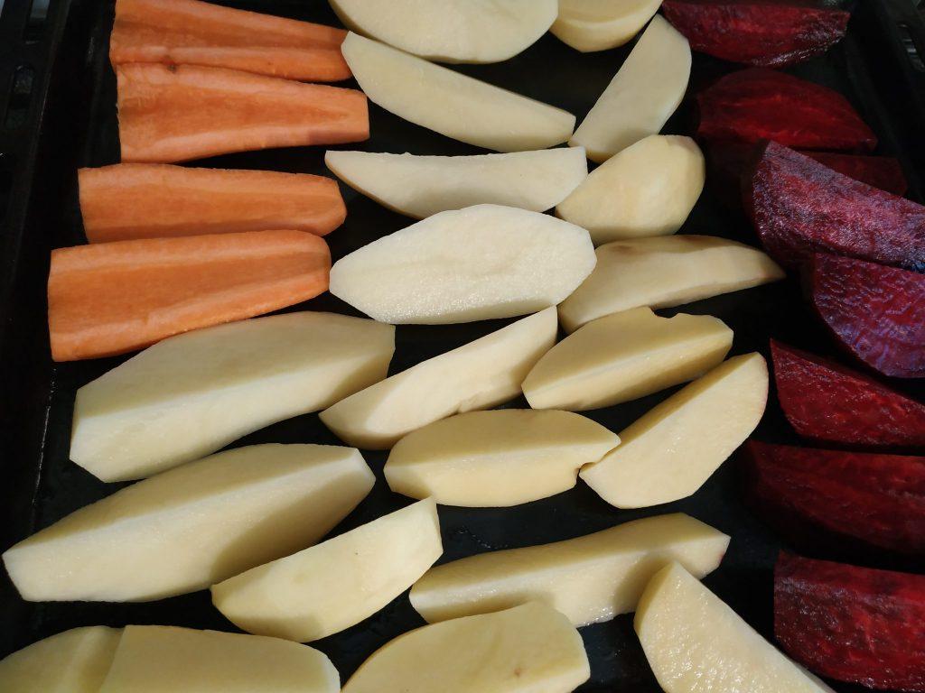 Фото рецепта - Винегрет из запечённых овощей с огурцами - шаг 2