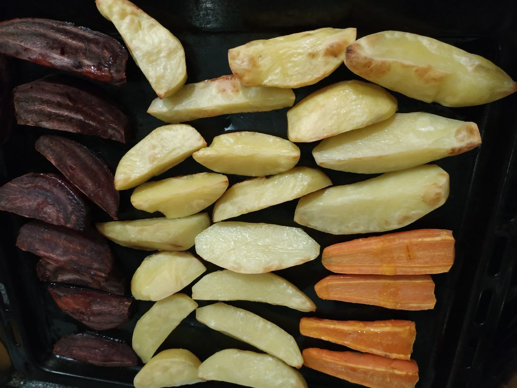 Фото рецепта - Винегрет из запечённых овощей с огурцами - шаг 4
