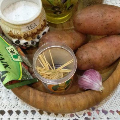 Фото рецепта - Печеный картофель в оригинальном исполнении - шаг 1