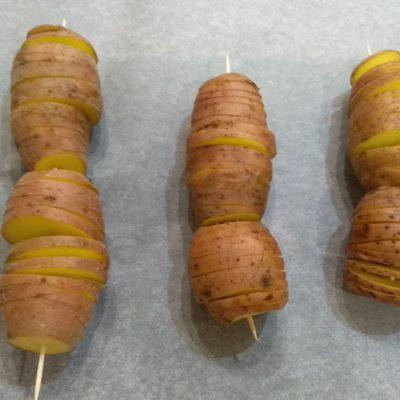 Фото рецепта - Печеный картофель в оригинальном исполнении - шаг 2