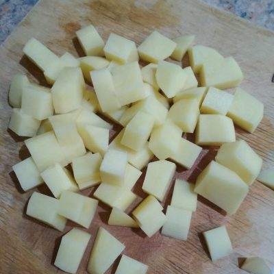 Фото рецепта - Рыбный суп с плавленым сыром и рисом - шаг 2