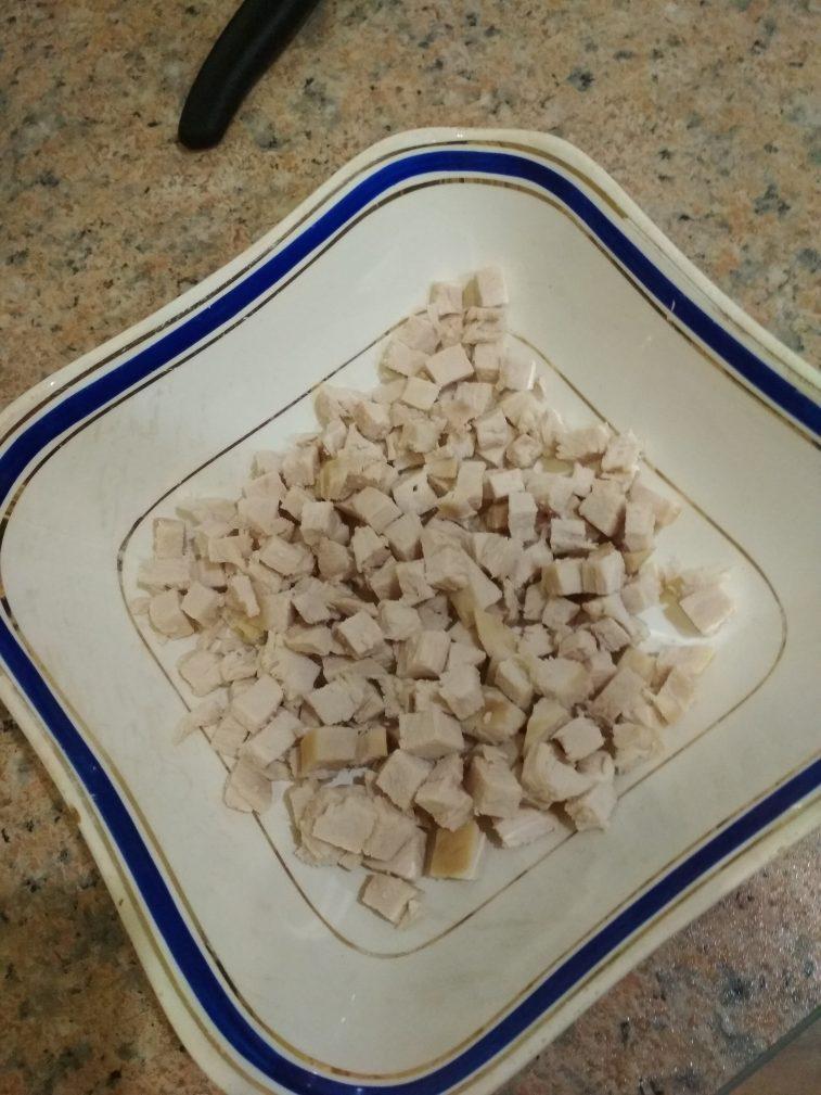 Фото рецепта - Куриный салат из пекинской капусты и кукурузы на скорую руку - шаг 3