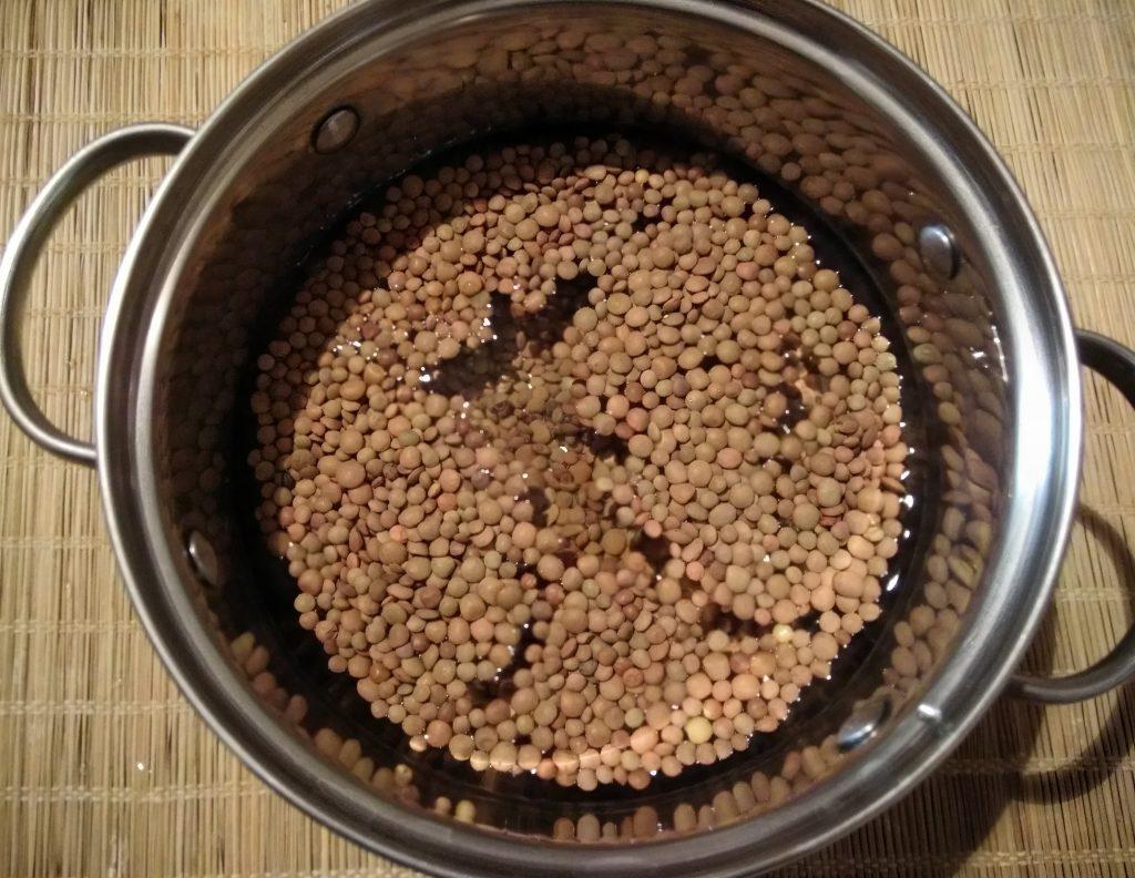Фото рецепта - Суп из чечевицы с плавленым сыром - шаг 1