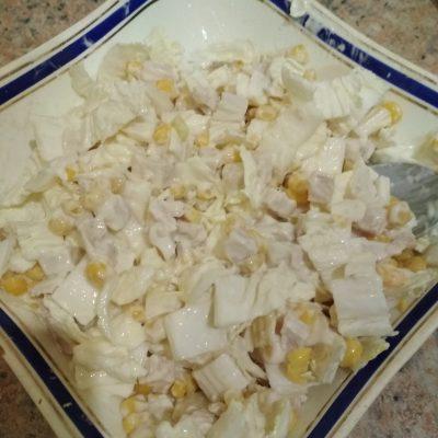 Куриный салат из пекинской капусты и кукурузы на скорую руку - рецепт с фото
