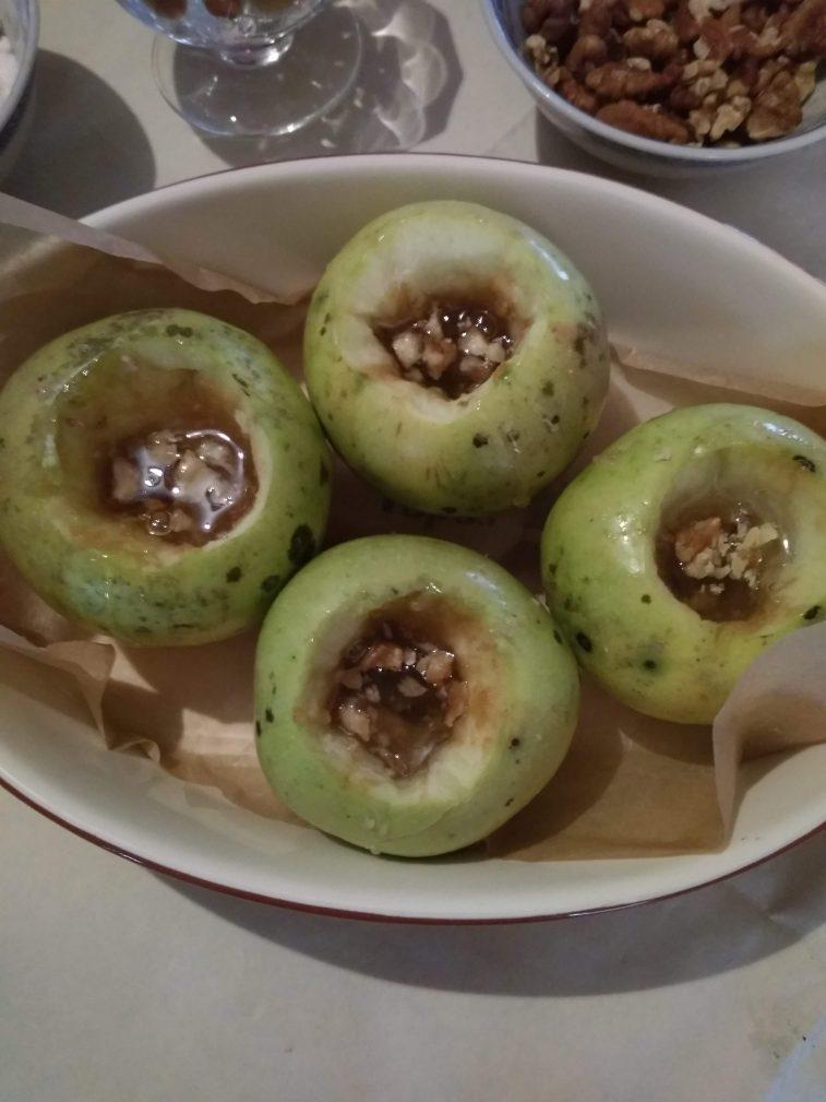 Фото рецепта - Яблочки, запечённые с мёдом - шаг 3
