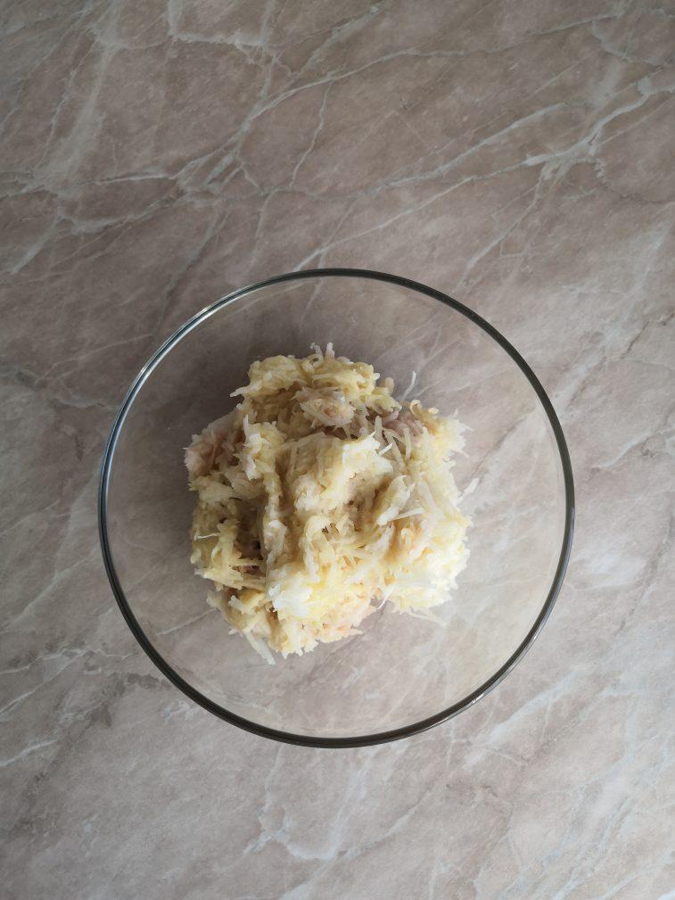Фото рецепта - Картофельные драники на хлебе - шаг 2