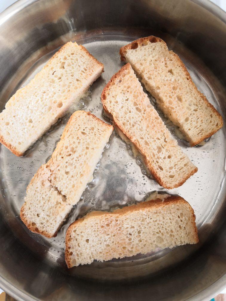 Фото рецепта - Картофельные драники на хлебе - шаг 6
