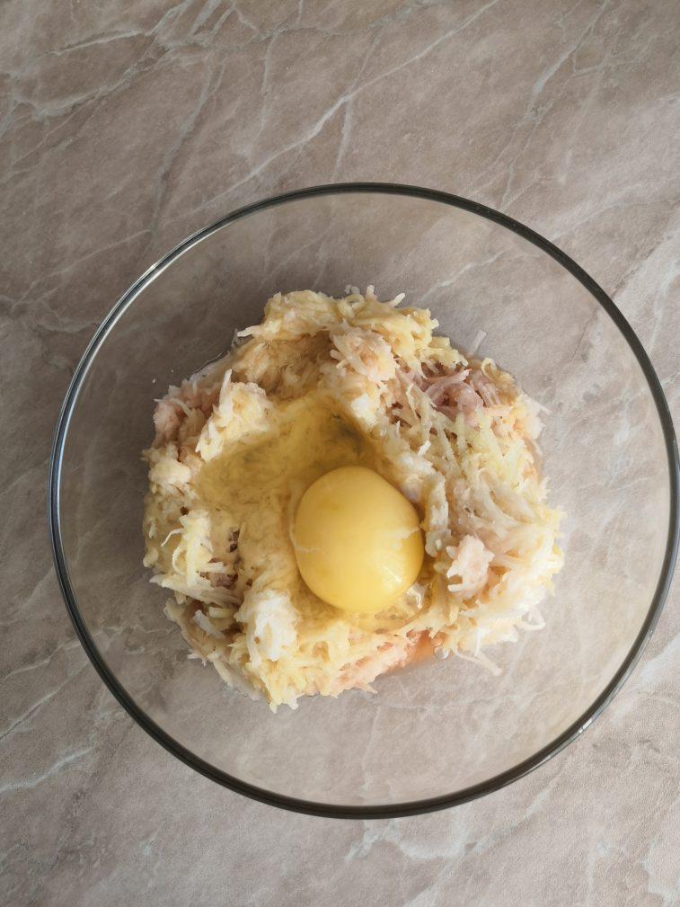 Фото рецепта - Картофельные драники на хлебе - шаг 3