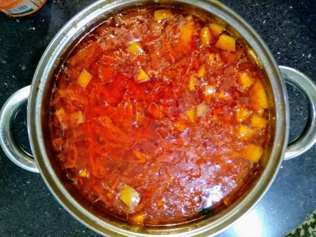 """Фото рецепта - Вегетарианский борщ """"Три капусты"""" с яблоком - шаг 5"""