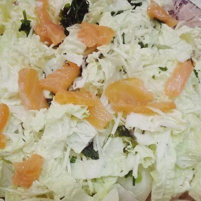 Фото рецепта - Неповторимый тандем слабосоленой горбуши и пекинской капусты - шаг 5
