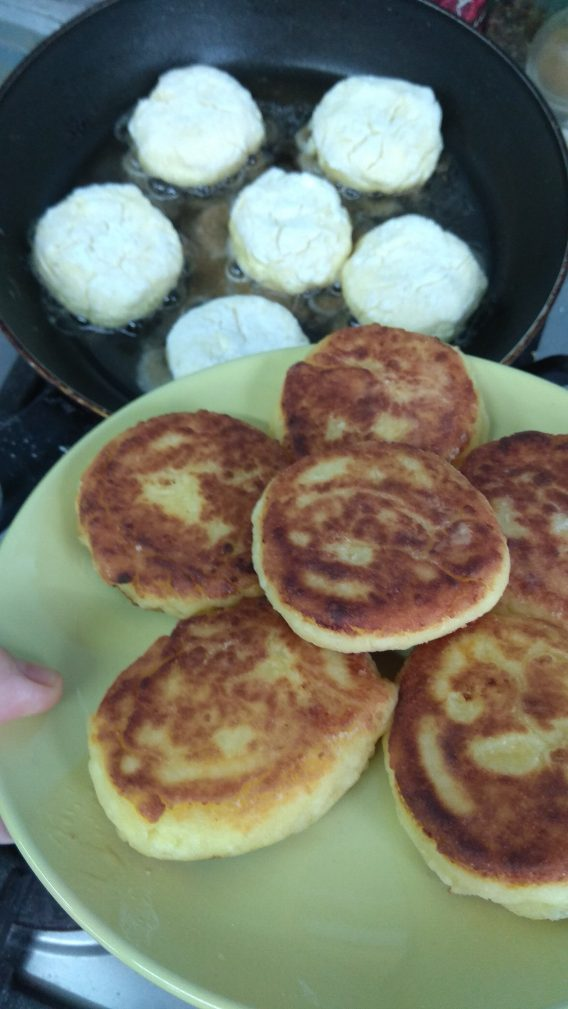 Фото рецепта - Нежные творожные сырники - шаг 9