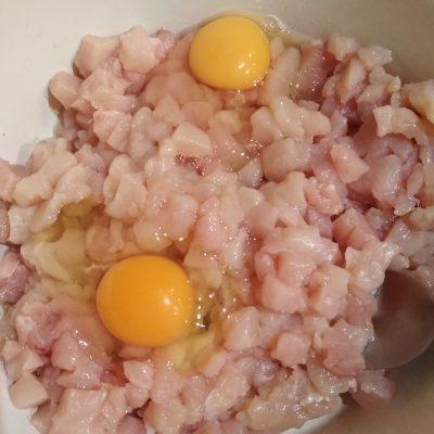 Фото рецепта - Куриные рубленные котлеты - шаг 2