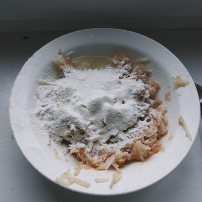 Фото рецепта - Яблочно-банановые оладьи - шаг 2