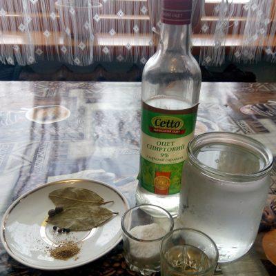 Фото рецепта - Селедка маринованная с пряностями, по-домашнему. - шаг 2