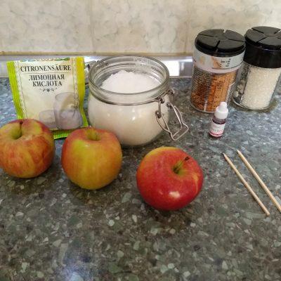 Фото рецепта - Яблоки в карамели на палочке - шаг 1