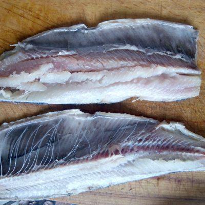 Фото рецепта - Селедка маринованная с пряностями, по-домашнему. - шаг 4