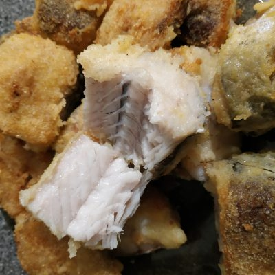 Фото рецепта - Сочная жареная рыба в кляре - шаг 4