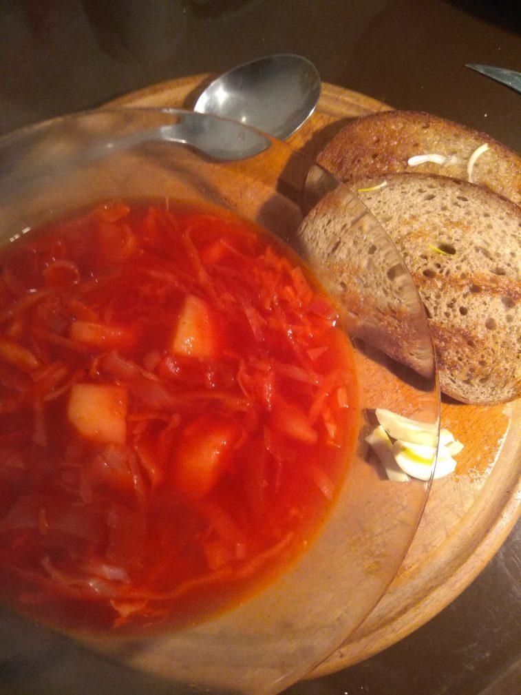 Фото рецепта - Борщ вегетарианский с чесночными гренками - шаг 7