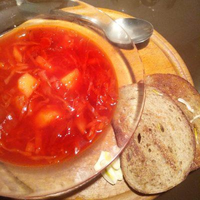 Борщ вегетарианский с чесночными гренками - рецепт с фото