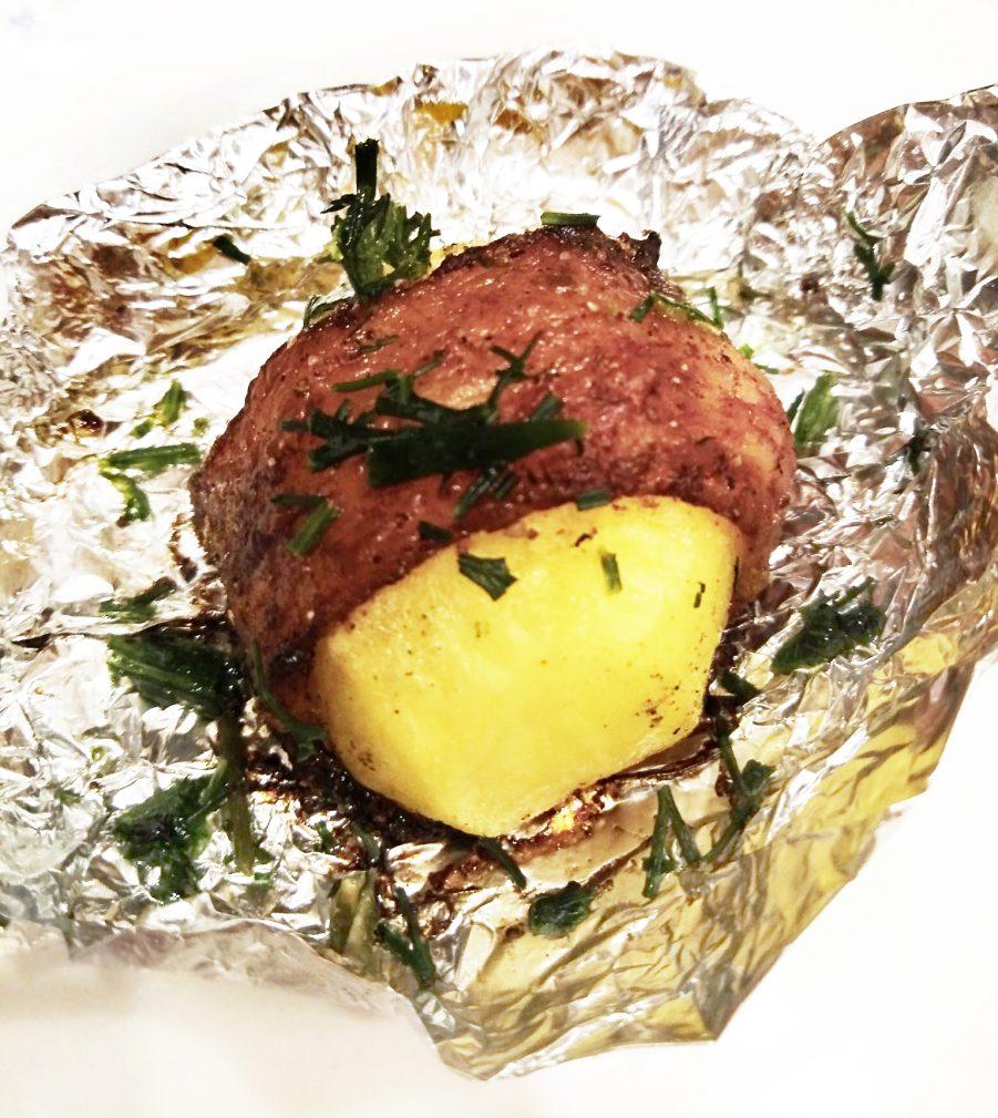 Фото рецепта - Картофель, запеченный в беконе (в фольге) - шаг 7