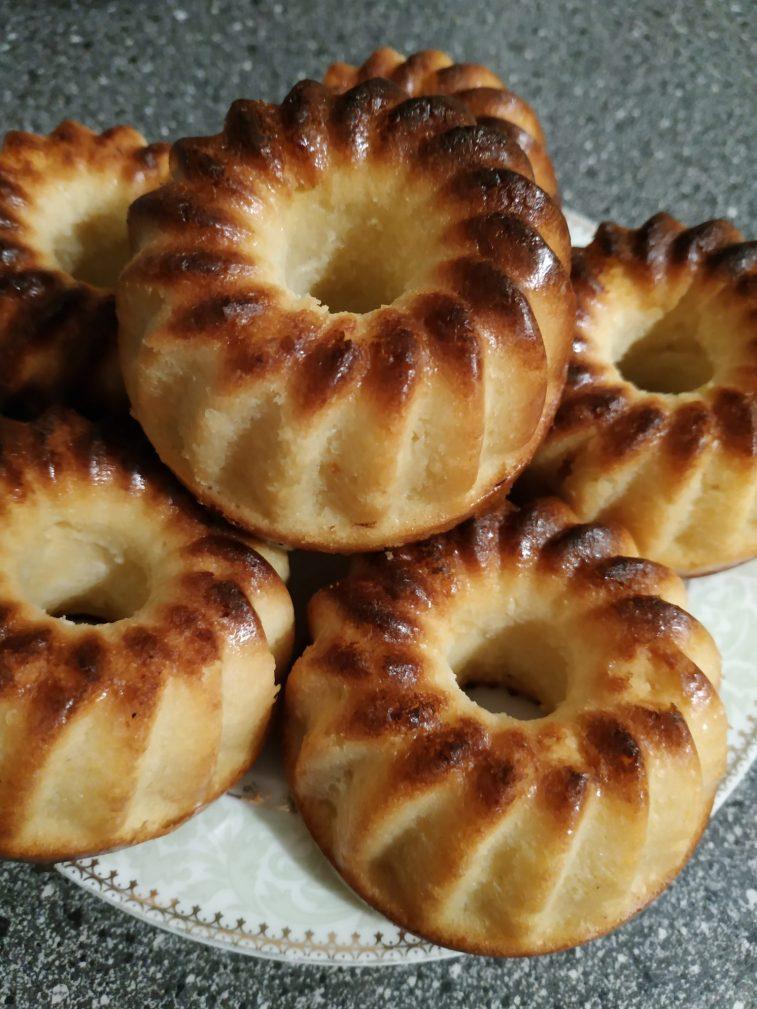Фото рецепта - Полезные кексы на твороге и кефире из кукурузной муки - шаг 5