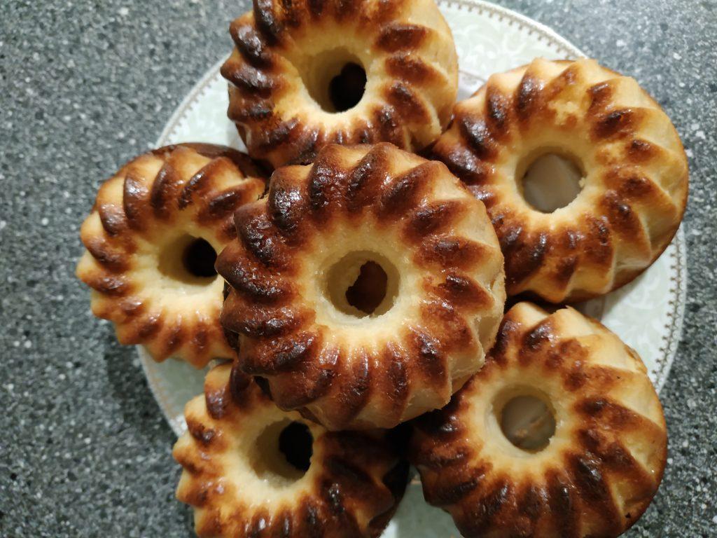 Фото рецепта - Полезные кексы на твороге и кефире из кукурузной муки - шаг 6
