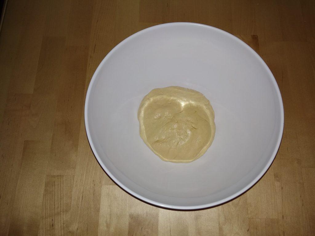 Фото рецепта - Сырный дрожжевой багет на молоке - шаг 6