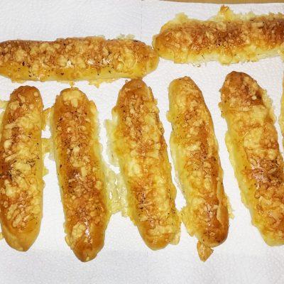 Сырный дрожжевой багет на молоке - рецепт с фото