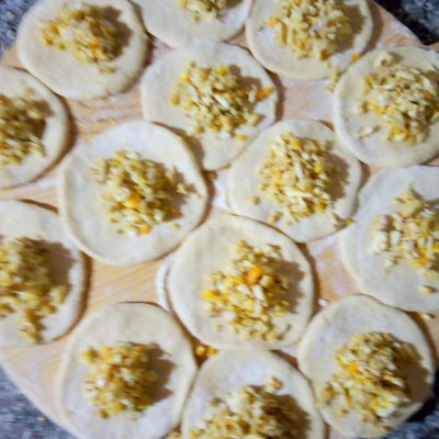 Фото рецепта - Пирожки с яйцом из дрожжевого теста на молоке - шаг 4