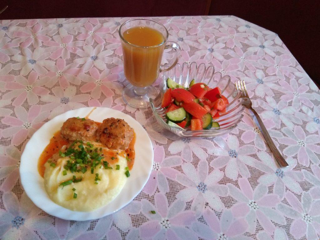 Фото рецепта - Рисовые тефтели из фарша филе кур в сливочно-томатном соусе - шаг 11