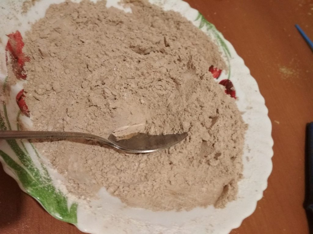"""Фото рецепта - Шоколадный бисквитный пирог """"Нежность"""" - шаг 1"""
