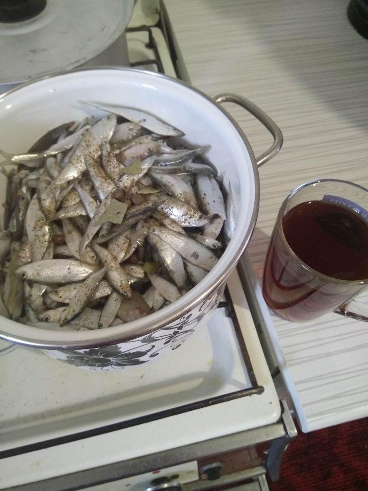 Фото рецепта - Домашние рыбные консервы, приготовленные в мультиварке - шаг 2