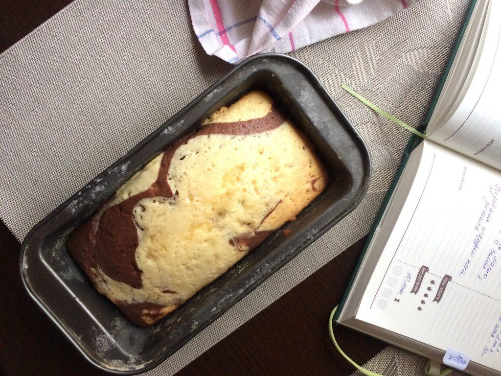 """Фото рецепта - Мраморный кекс """"Зебра"""" - шаг 5"""
