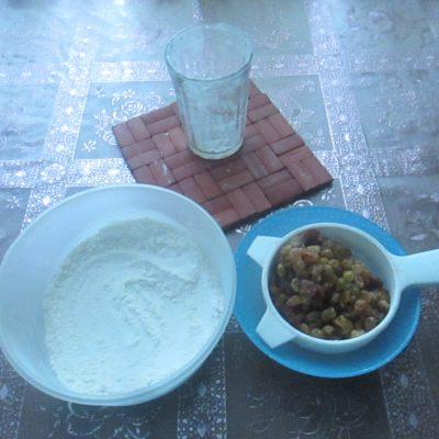 Фото рецепта - Сырники с изюмом в духовке - шаг 1
