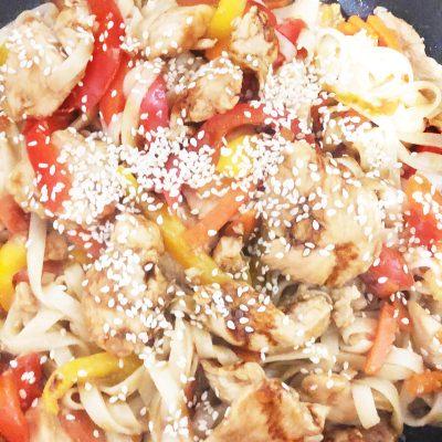 Лапша удон с курицей терияки - рецепт с фото