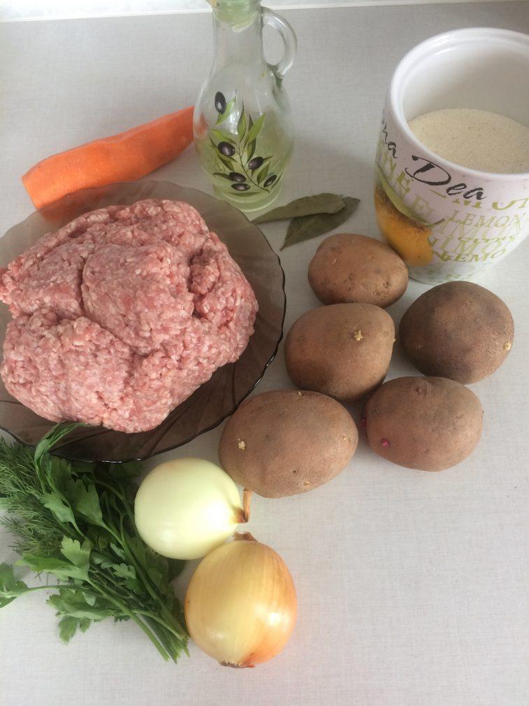 Фото рецепта - Суп с фрикадельками и манкой - шаг 1