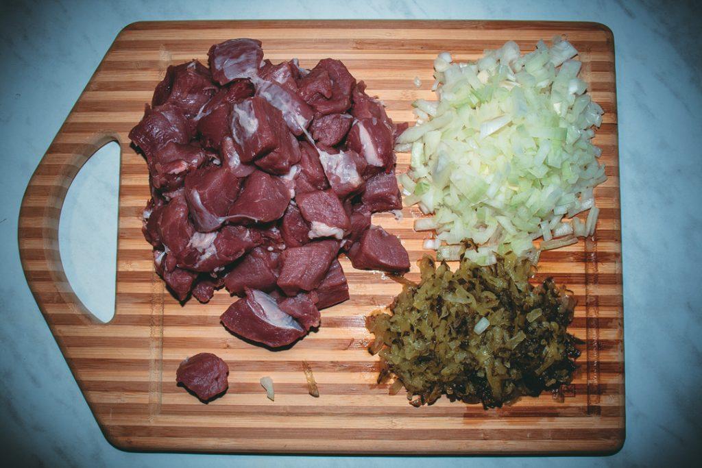 Фото рецепта - Свиной гуляш с солёными огурцами по-царски - шаг 1