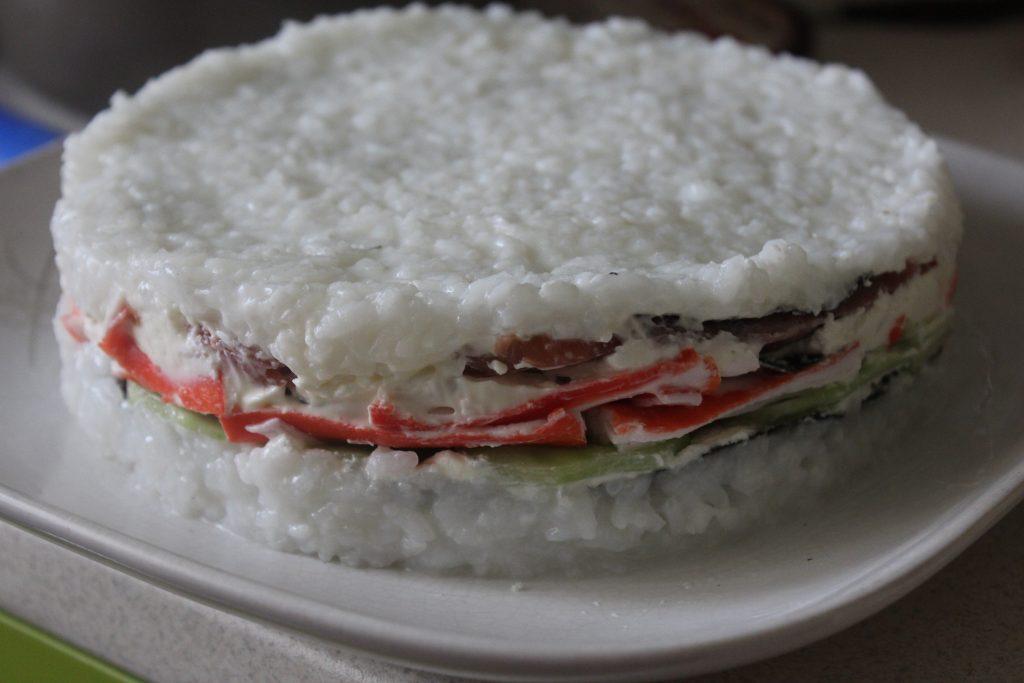 Фото рецепта - Суши-торт – на вкус как настоящие суши! - шаг 10