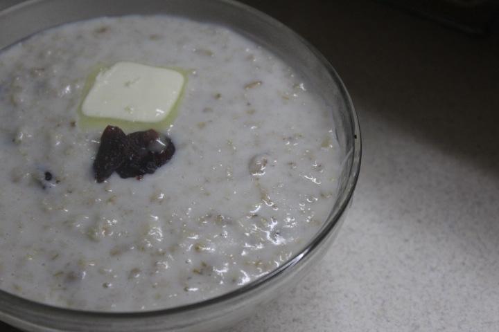 Фото рецепта - Овсяная каша на молоке с ванилью и сухофруктами - шаг 5