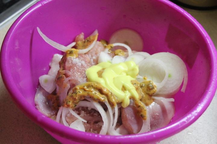 Фото рецепта - Домашний петух в сметанном соусе со специями - шаг 3