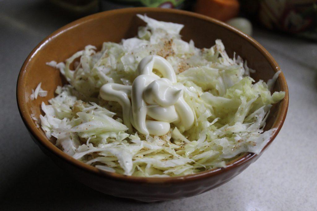 Фото рецепта - Пикантный капустный салат - шаг 4